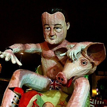 Cameron and Porky 18:142